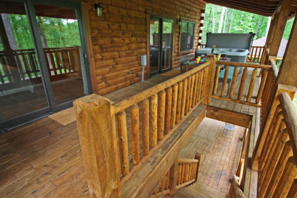 deck steps from upper deck to lower deck