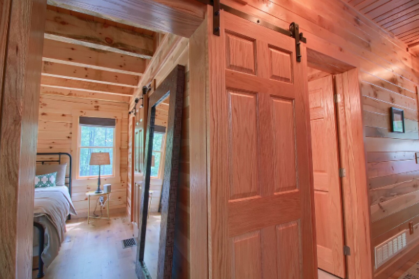 sliding door to 1st floor master bedroom